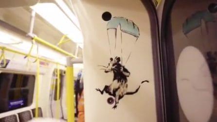 Banksy entra in metropolitana e disegna topolini nel vagone: la nuova provocazione dell'artista