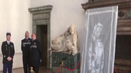 """La """"ragazza del Bataclan"""" di Banksy tornerà in Francia dopo il furto"""