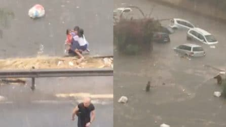 Nubifragio Palermo, la gente fugge dalle macchine
