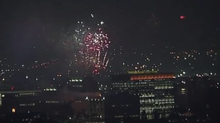 Fuochi d'artificio in tutta la città: la vista dall'alto è impressionante