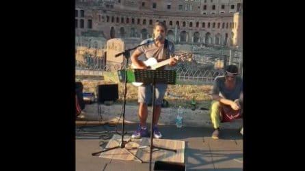 Sorpresa Mannarino: canta con un busker ai Fori Imperiali di Roma