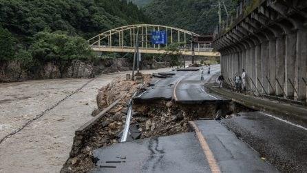 Giappone, le piogge torrenziali non si fermano: almeno 55 morti