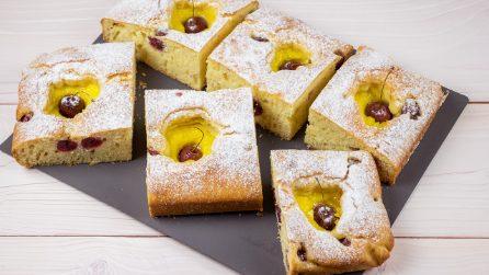 Torta morbidosa con crema e ciliegie: il dolce perfetto per la colazione o la merenda!