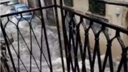 Palermo, bomba d'acqua: l'acqua scorre in strada come un fiume
