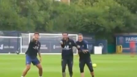 "Neymar ""umilia"" Mbappè in allenamento"