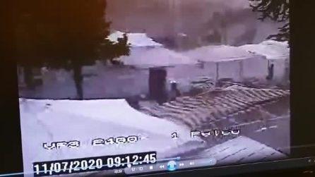 Maltempo, la tromba d'aria spazza via il mercato: danni e disagi nell'Alto Sebino
