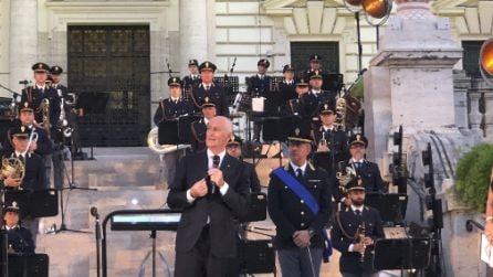 La banda musicale della Polizia onora le vittime italiane del Coronavirus