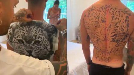 Tatuaggio enorme sulla schiena: il disegno sfoggiato da Politano