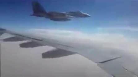 I caccia USA affiancano aereo di linea iraniano, scoppia il panico a bordo