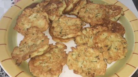 Frittelle di zucchine: la ricetta per preparare un contorno delizioso