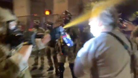 Medico spruzzato con spray al peperoncino: continuano le rivolte contro gli abusi della polizia