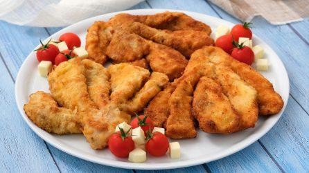 Ventagli di pollo fritti: croccanti fuori e morbidi e teneri dentro!