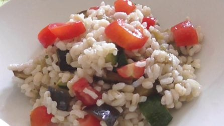 Insalata di riso con verdure: la ricetta del primo piatto fresco e veloce