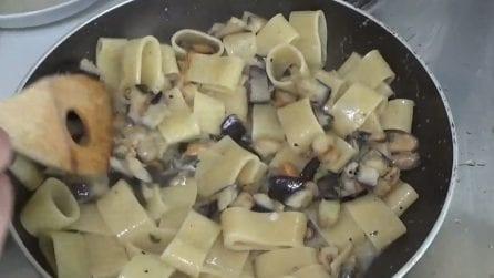 Calamarata cozze e melanzane: la ricetta del primo piatto davvero saporito