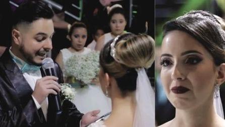 """""""Ti amo e voglio farti felice"""", lo sposo prende la parola ma il messaggio non è per la sposa"""
