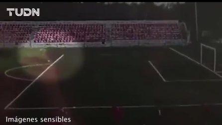 Colpito da un fulmine durante l'allenamento: calciatore torna in campo dopo l'incidente
