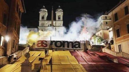 Piazza di Spagna tinta di giallorosso: l'AS Roma festeggia 93 anni