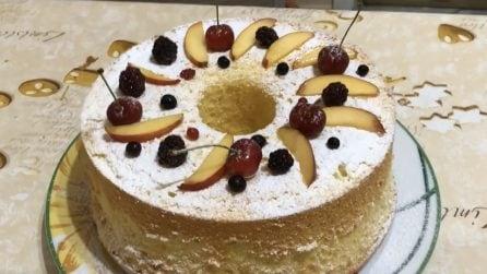 Chiffon cake alla frutta: la ricetta per averla alta e soffice
