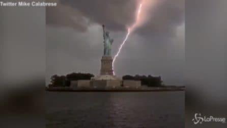 New York, un fulmine colpisce la Statua della Libertà