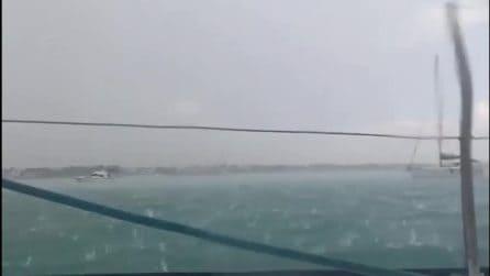 Violenta grandinata a Porto Cesareo: i pezzi di ghiaccio sembrano proiettili