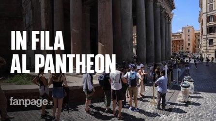 Roma, si rivedono i turisti: c'è la fila per visitare il Pantheon