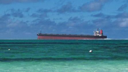 Mauritius a rischio disastro ambientale, una nave perde petrolio