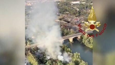 Incendio alla Magliana: le colonne di fumo hanno interrotto il traffico