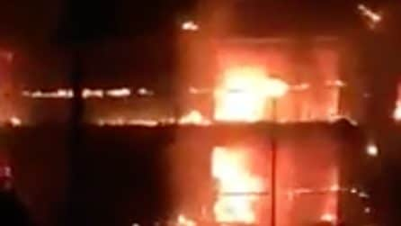 Viterbo, incendio distrugge hotel Margherita: le fiamme divorano l'edificio