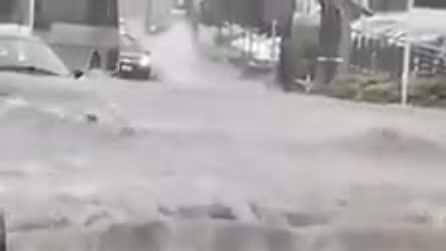 Maltempo, nubifragio a Potenza: strade allagate e auto intrappolate