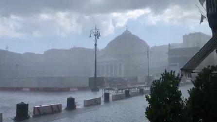 Maltempo Napoli, bella anche con la pioggia estiva: il video
