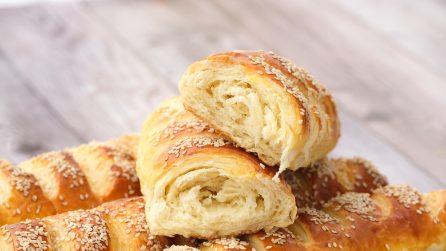 Filoncini di pane arrotolati: il metodo per un pane soffice e saporito direttamente a casa tua!