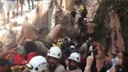 Beirut, ragazzo estratto vivo dalle macerie dopo oltre dieci ore