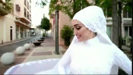 Beirut, posa col vestito da sposa poi viene travolta dall'esplosione: le immagini impressionanti