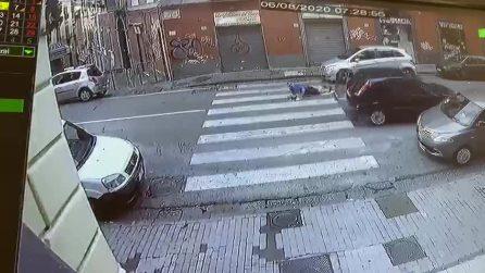 Napoli, uomo investito mentre attraversa sulle strisce pedonali