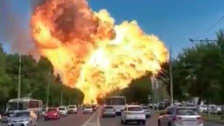 Russia, prima la spaventosa esplosione il gigantesco fungo di fuoco: ci sono 4 feriti