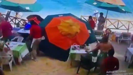 Moto d'acqua piomba a folle velocità sulla spiaggia e uccide una donna