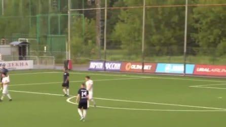 L'arbitro non fischia il rigore: Shirokov lo aggredisce con calci e pugni