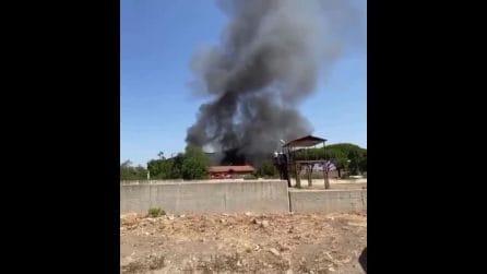 Fumo nero sulla Prenestina a Roma: in fiamme un a casa cantoniera
