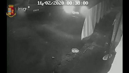 Napoli, sparatoria per il prezzo di un cappellino, ragazza ferita per errore. Quattro fermati