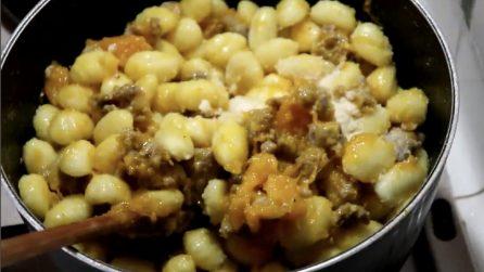 Gnocchi salsiccia e zucca: la ricetta del primo piatto saporito e veloce