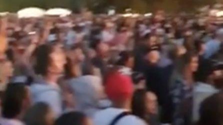 """Mega concerto """"covid free"""" in Nuova Zelanda: persone ammassate e senza mascherina"""