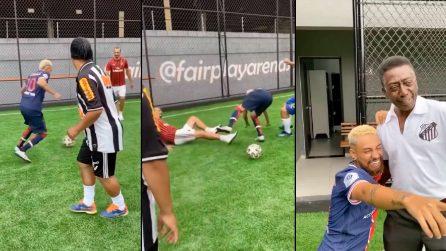 Ibrahimovic entra duro su Neymar, il brasiliano piange da Pelè: divertente siparietto dei sosia