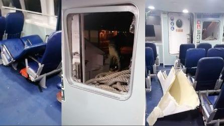 Onda anomala rompe il finestrino dell'aliscafo; paura a bordo del Calypso