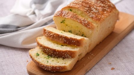 Garlic bread: easy to make and super yummy!