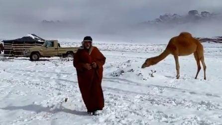 Nevica nel deserto: il raro scenario in Arabia Saudita