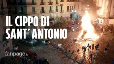 La notte dei Fuocarazzi di Napoli in zona rossa: i falò illegali organizzati da bambini