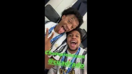 Juventus, la festa negli spogliatoi di McKennie e Cuadrado