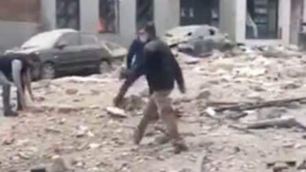 Esplosione Madrid, la strada piena di detriti dopo la deflagrazione