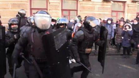 Navalny day, pugno duro della polizia su manifestanti Vladivostok