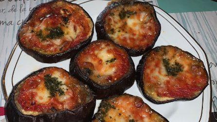 Pizzette di melanzane: la ricetta sfiziosa che si prepara in pochi minuti